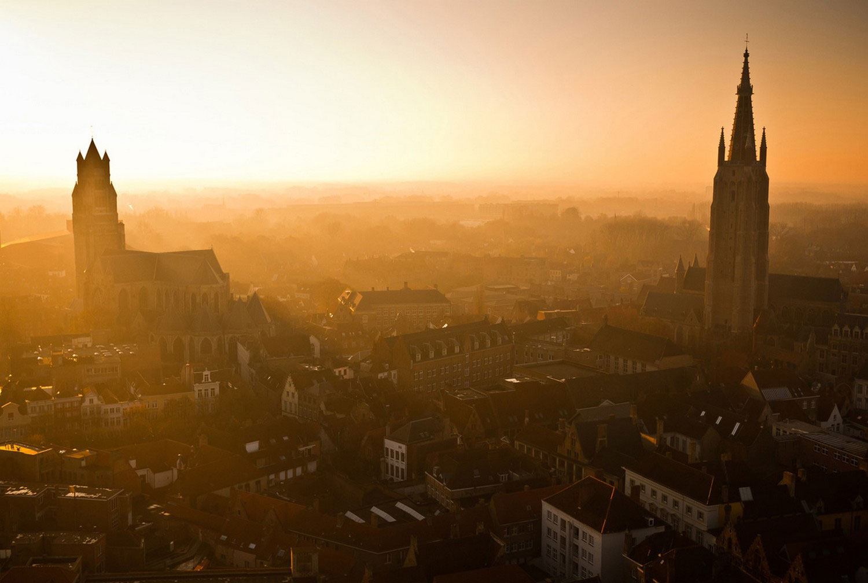 Закат в бельгийском городе, фото летнее