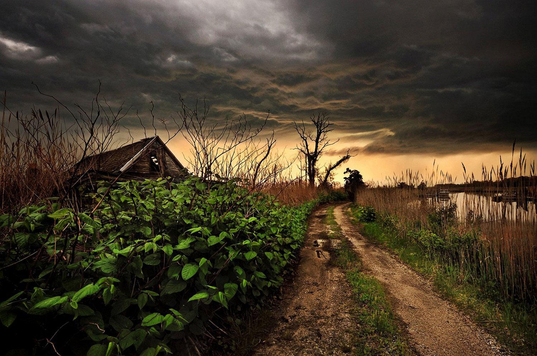 Черные тучи затянули небо, фото