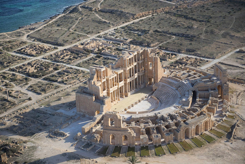 римский театр на берегу Средиземного моря