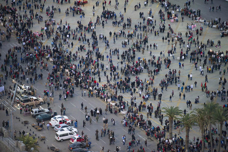 Люди на площади Мучеников