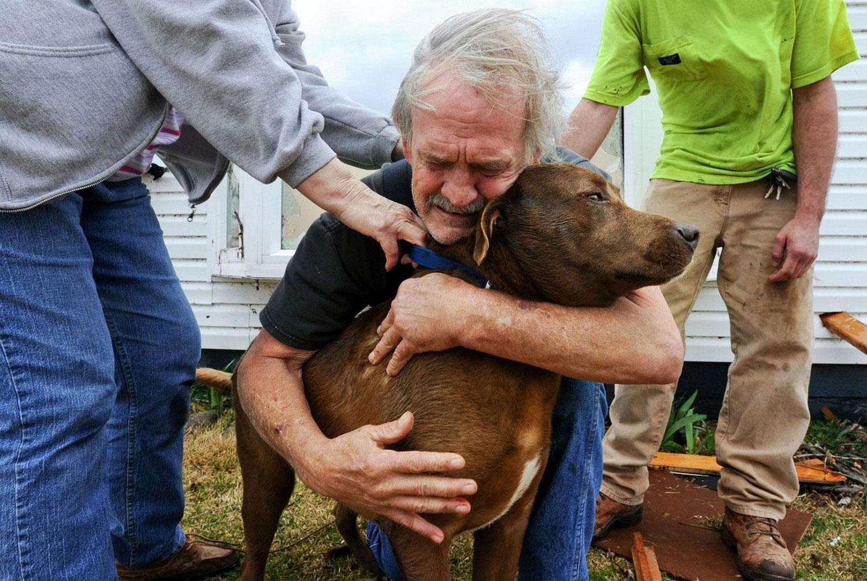 мужчина с собакой в Алабаме, снимок