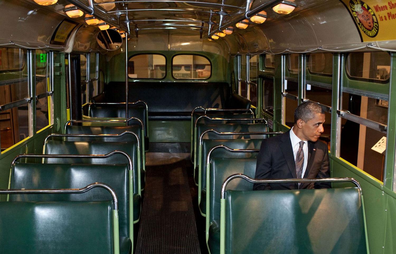 Президент США Барак Обама в автобусе