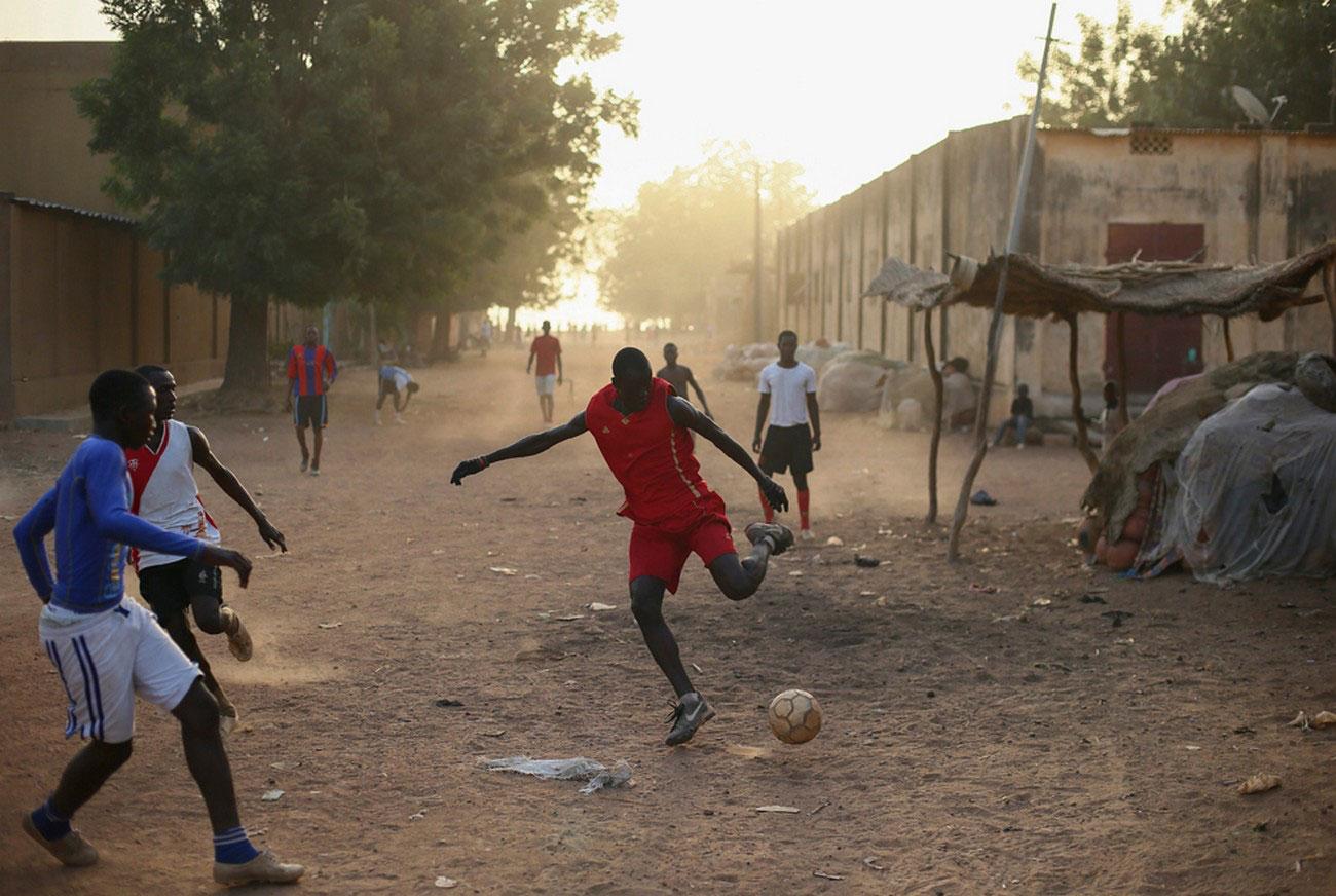 Малийцы играют в футбол, фото Мали