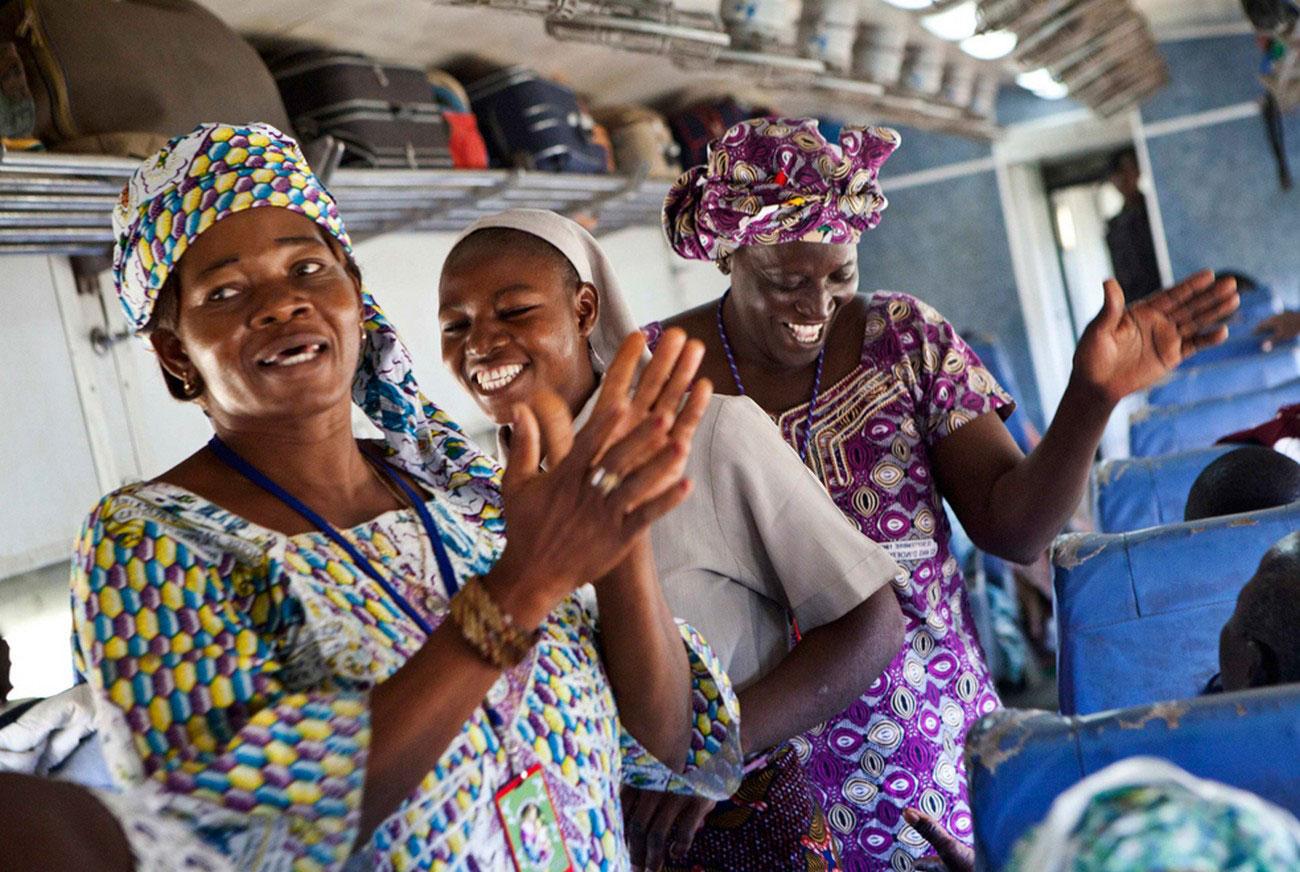 женщины празднуют католическое паломничество, фото Мали