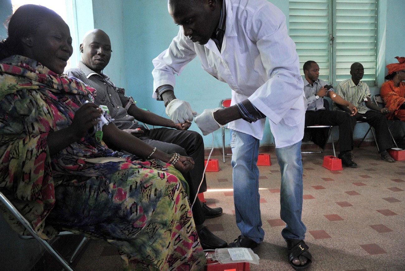 сдача крови раненым, фото Мали