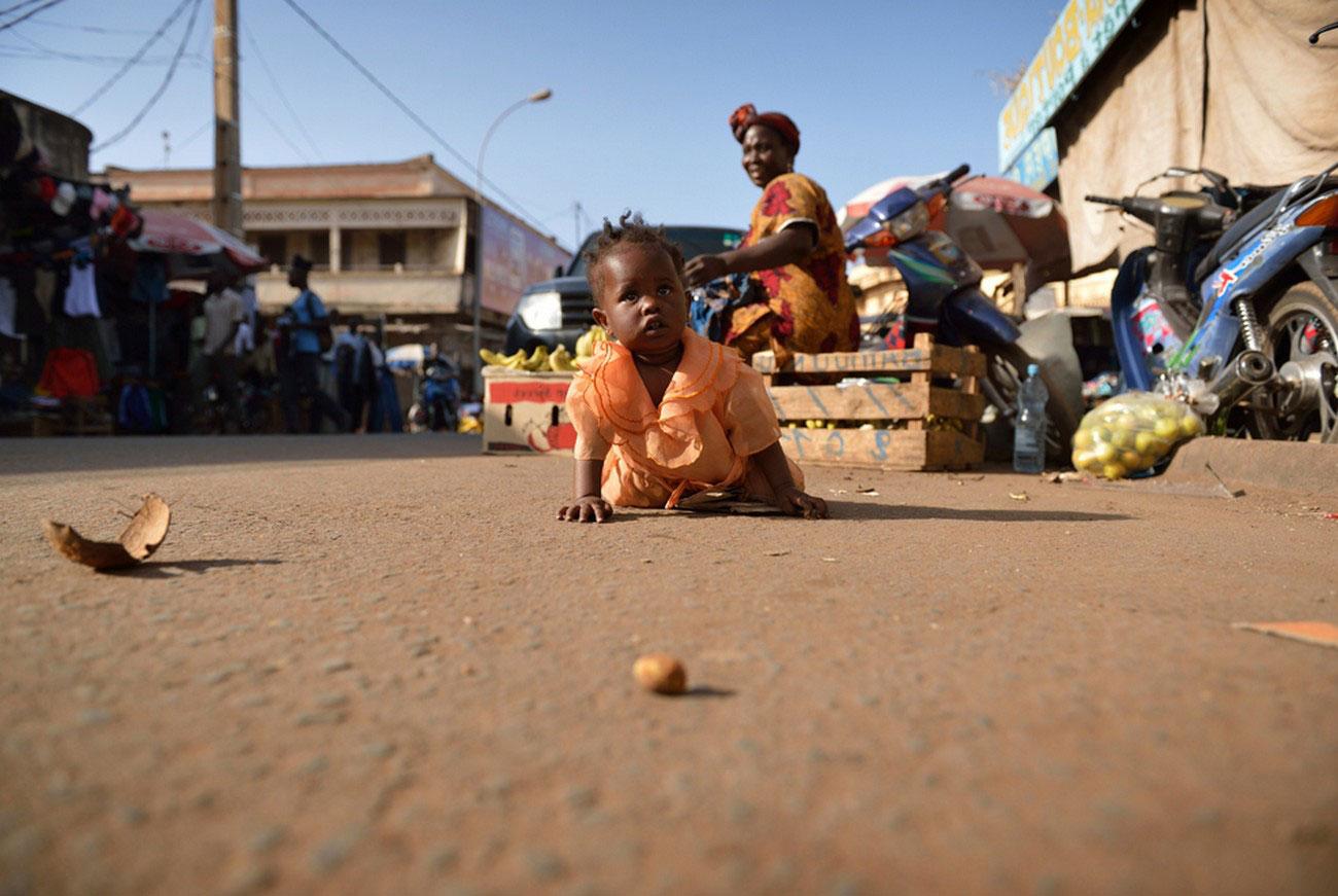 ребенок на улицах Бамако, фото