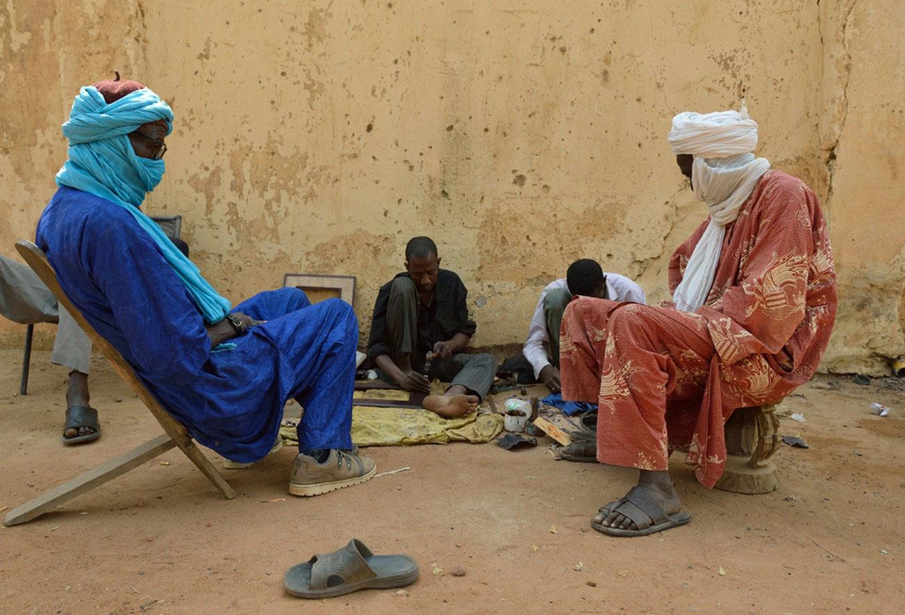Туареги за дружеской беседой, фото