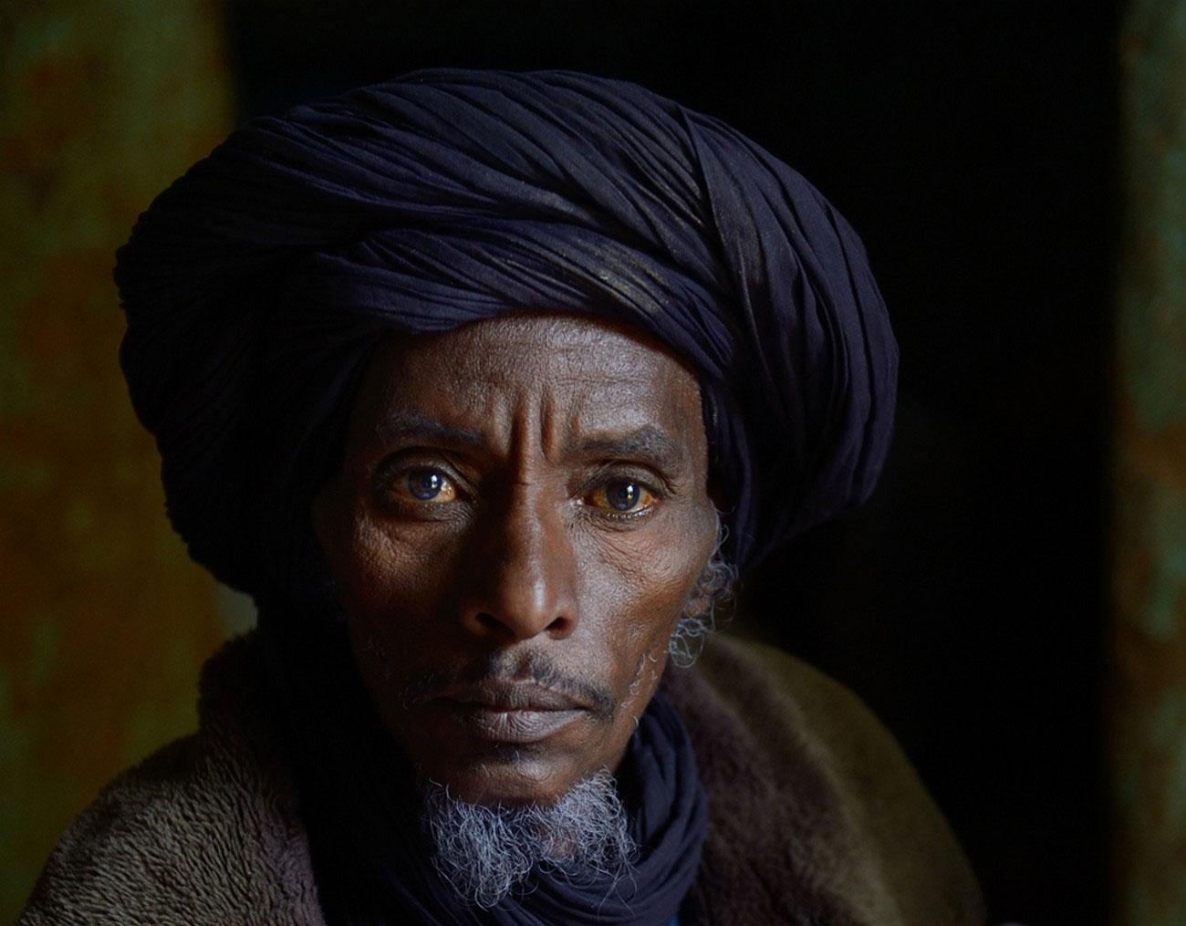 малиец в своем доме, фото Мали