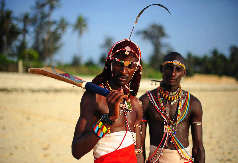 Воины масаи тренируются в крикет, фото