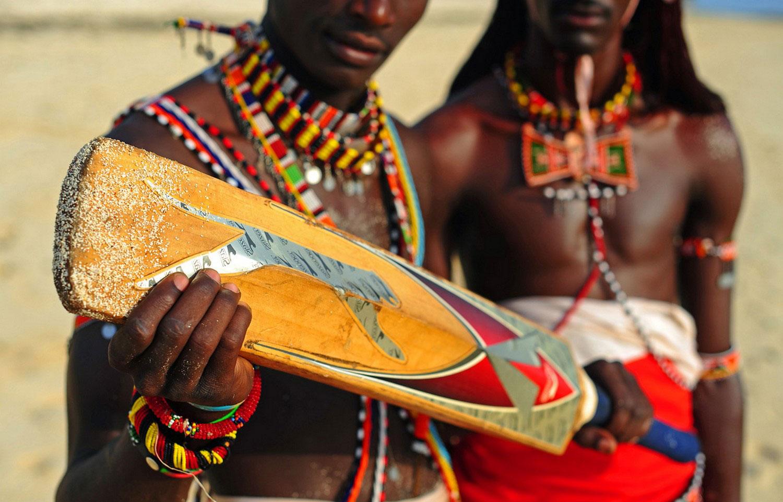 бита для игры в крикет, фото масаи