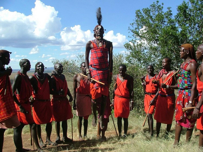мужчины Масаи в танце, фото