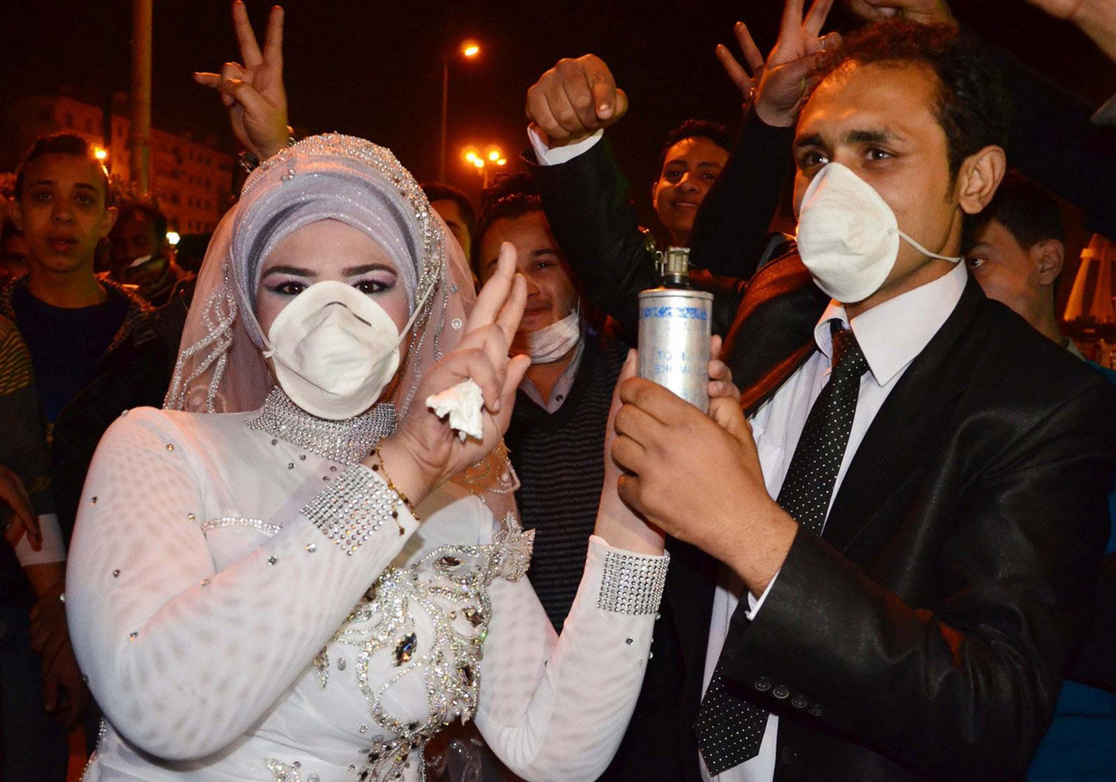 Революционный активист с невестой