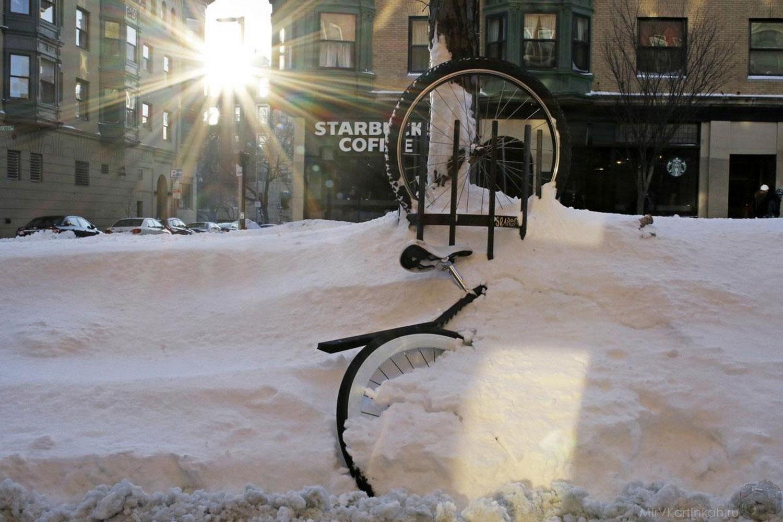 Велосипед в снегу