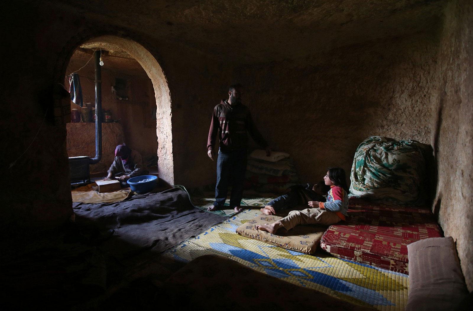 семья в подземной гробнице