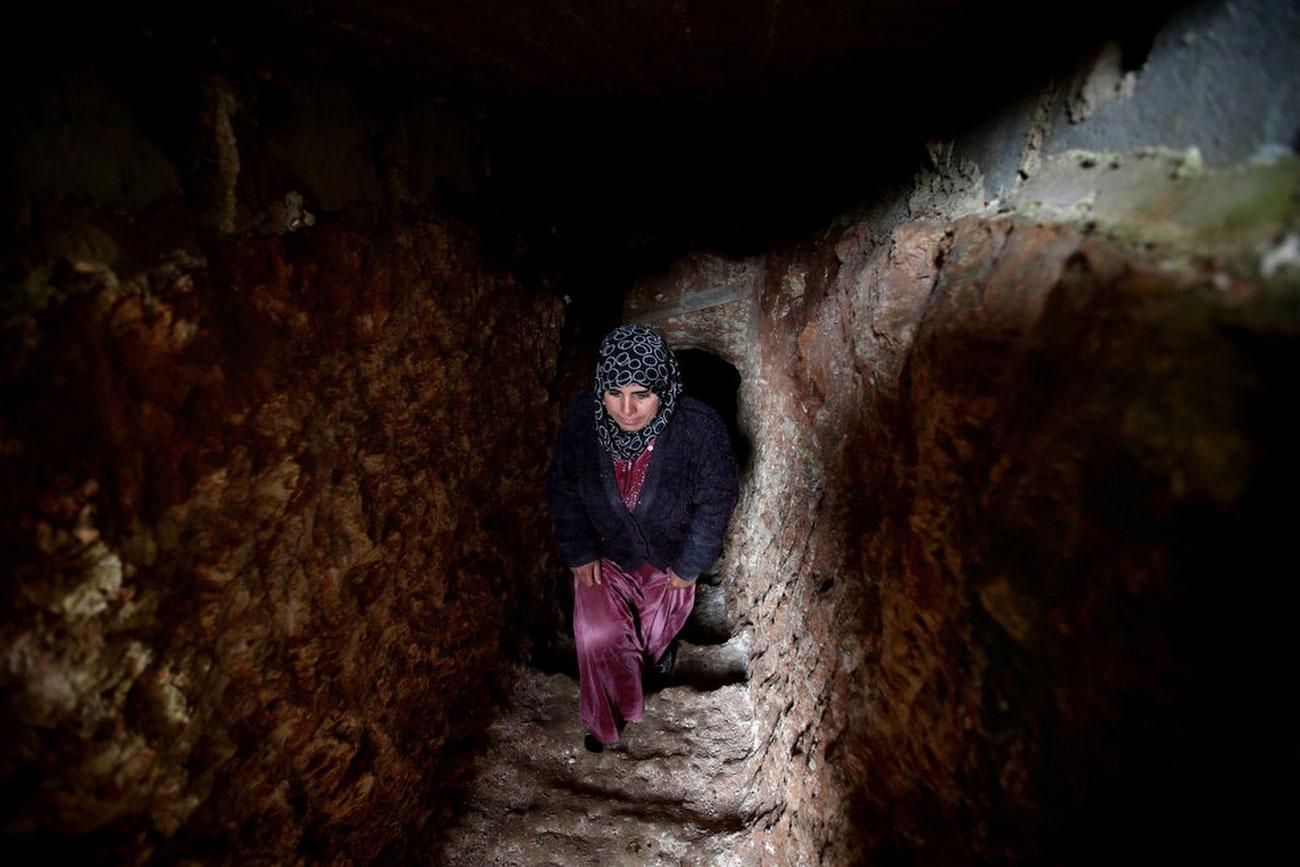 женщина в подземелье