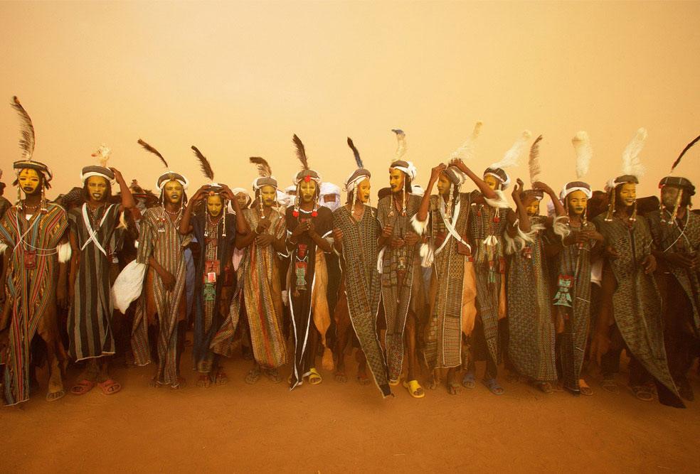 мужчины племени Водаабе на фестивале Геревол, фото