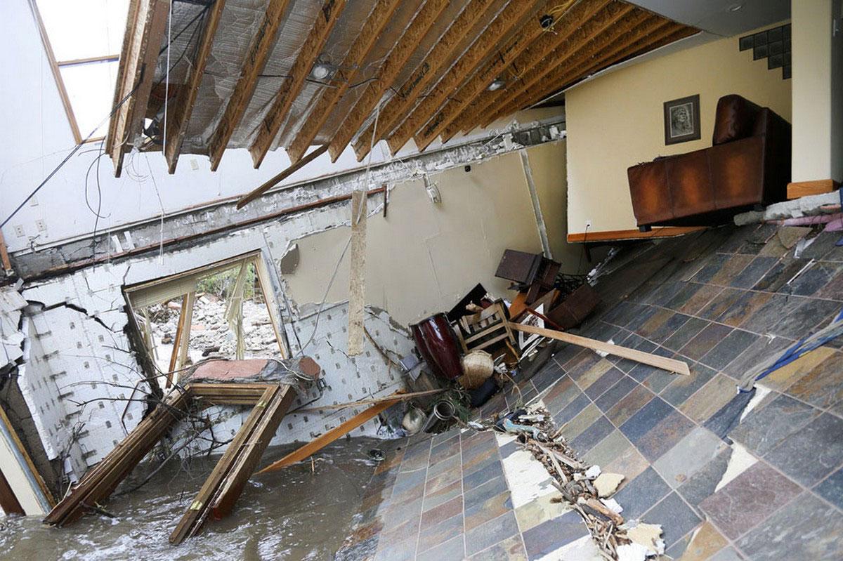разрушенный жилой дом