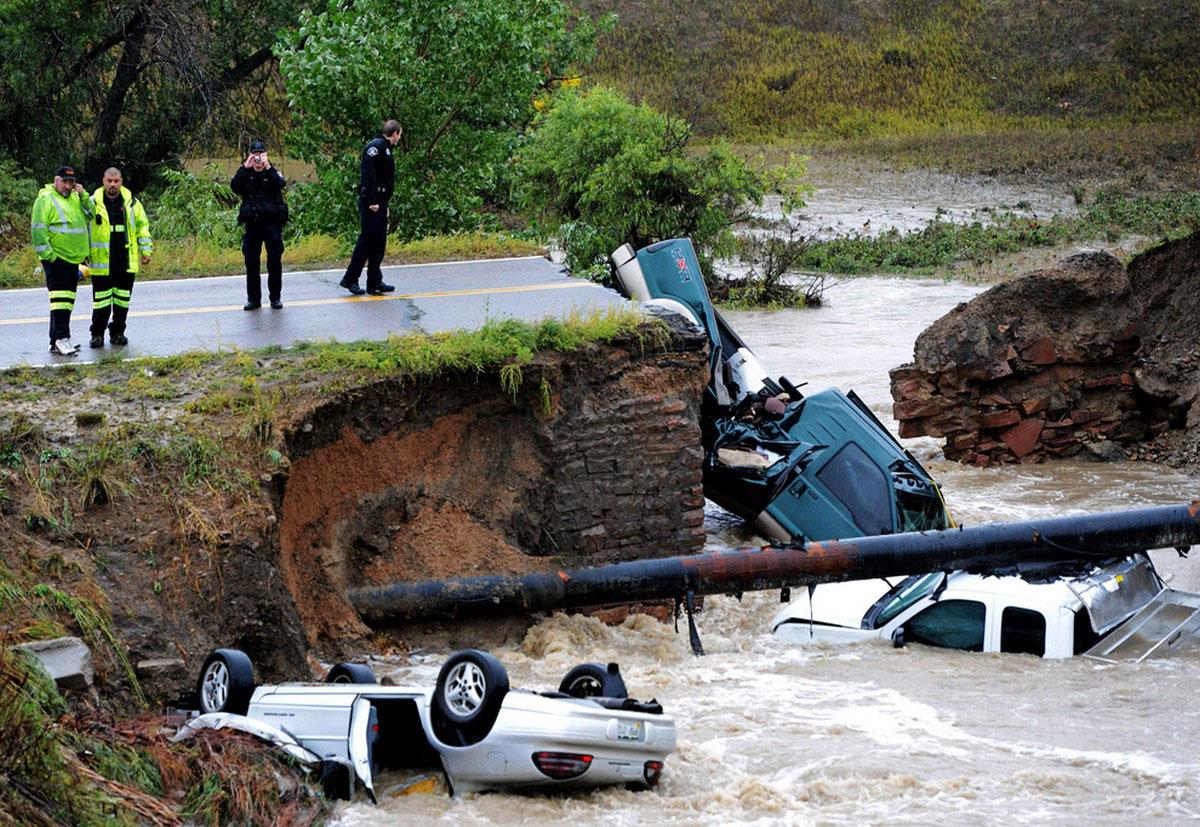 машины упали с обрыва