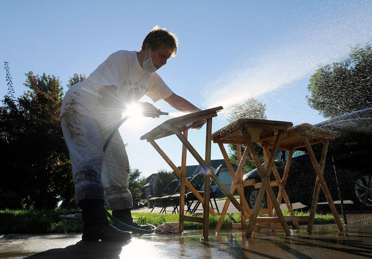 очистка мебели водой