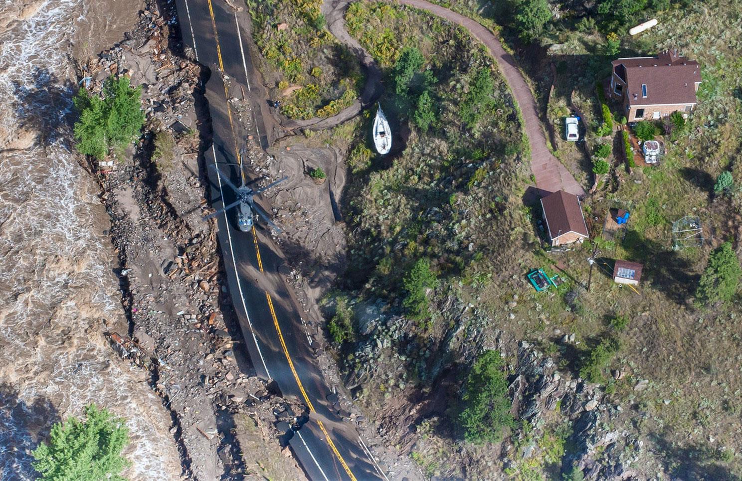 вертолет на дороге
