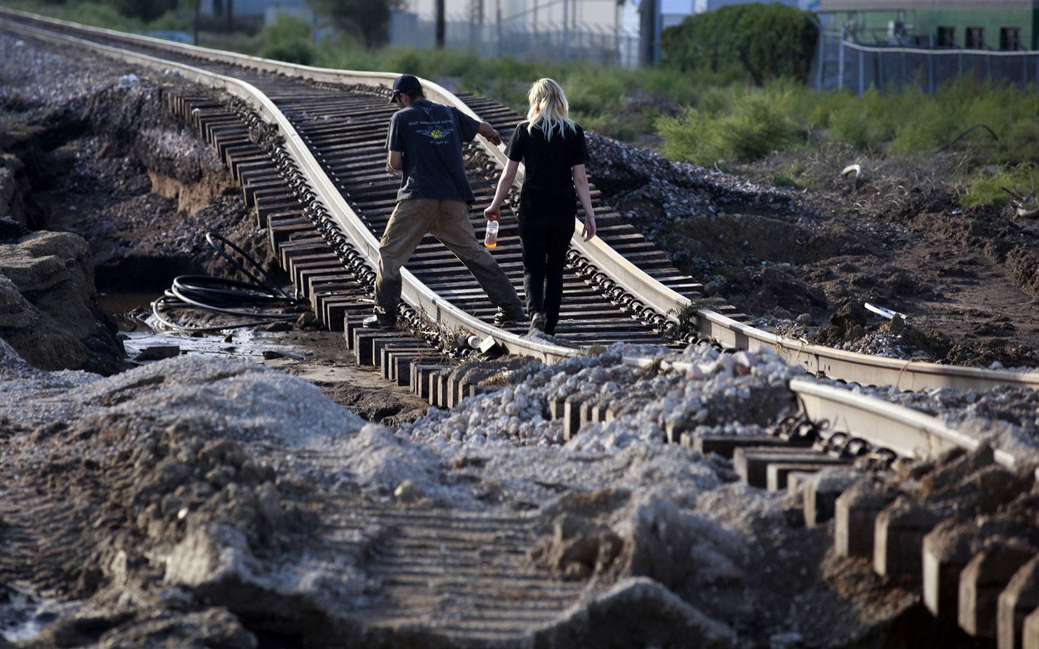 разбитая железная дорога