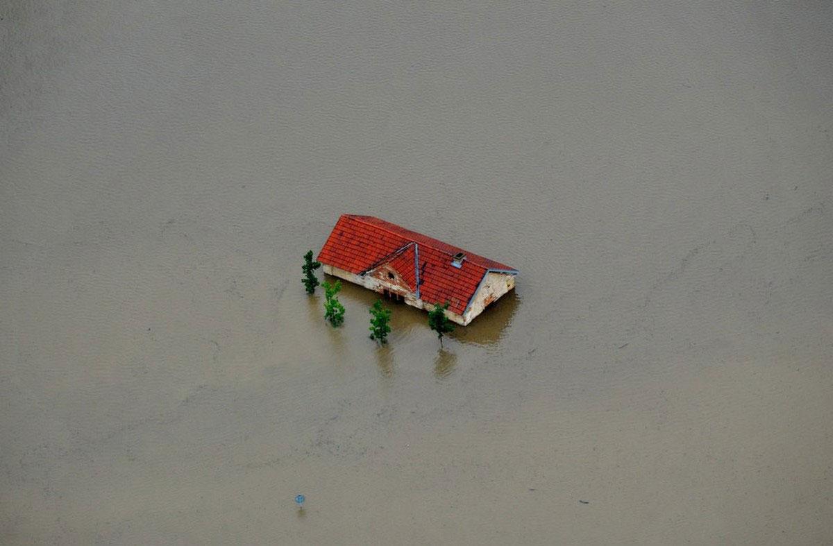 жилое здание ушло под воду