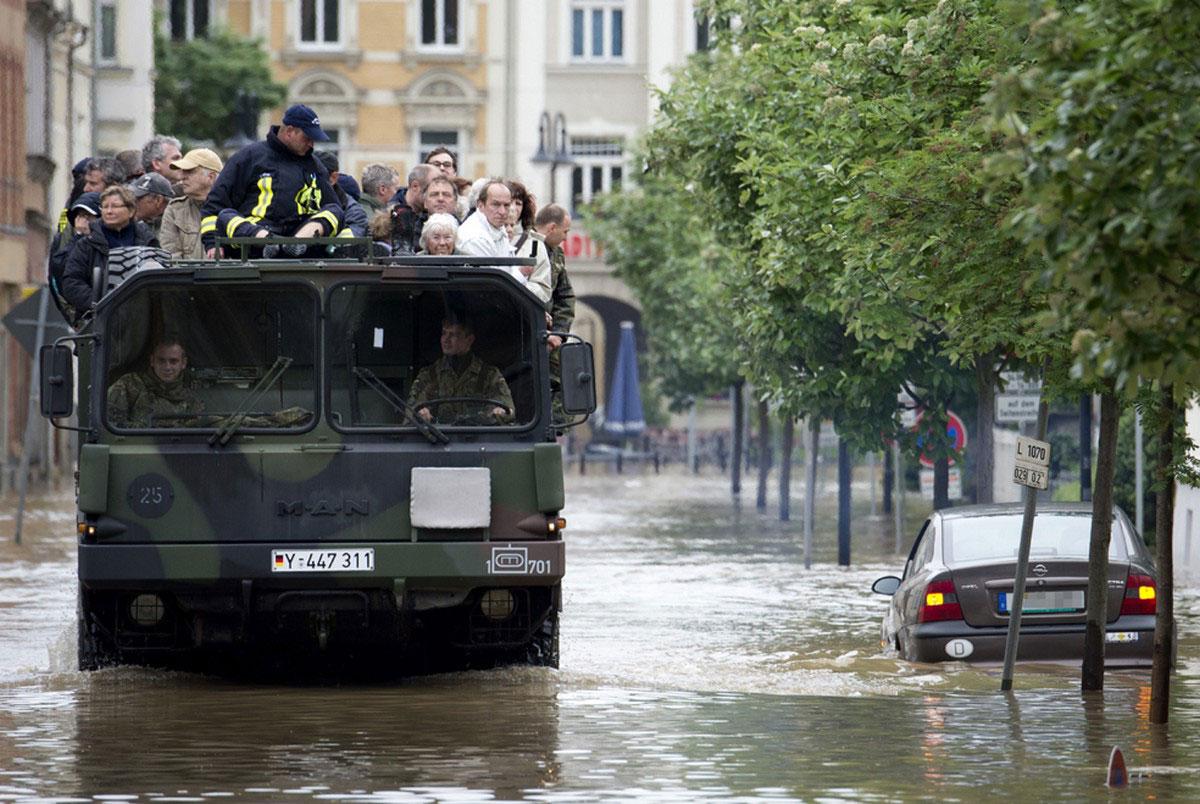 Эвакуация местных жителей