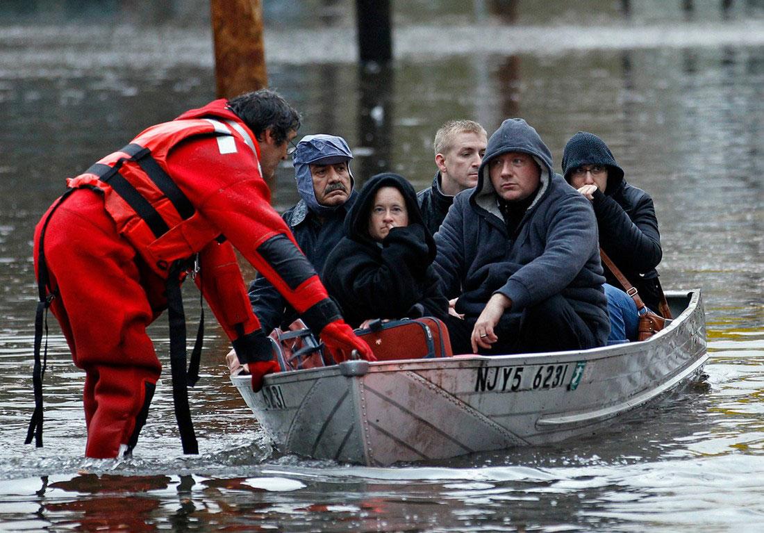 Эвакуация жителей в Нью-Джерси, фото стихийного бедствия в Нью-Йорке