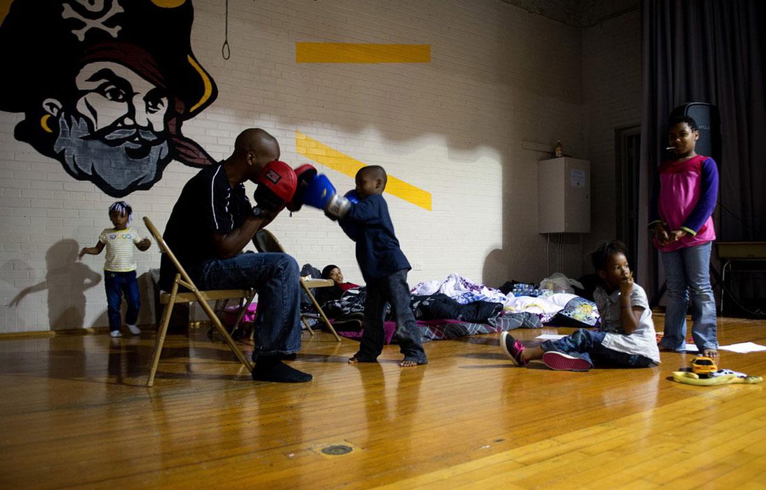 Семья была эвакуирована из своего дома, фото стихийного бедствия в Нью-Йорке