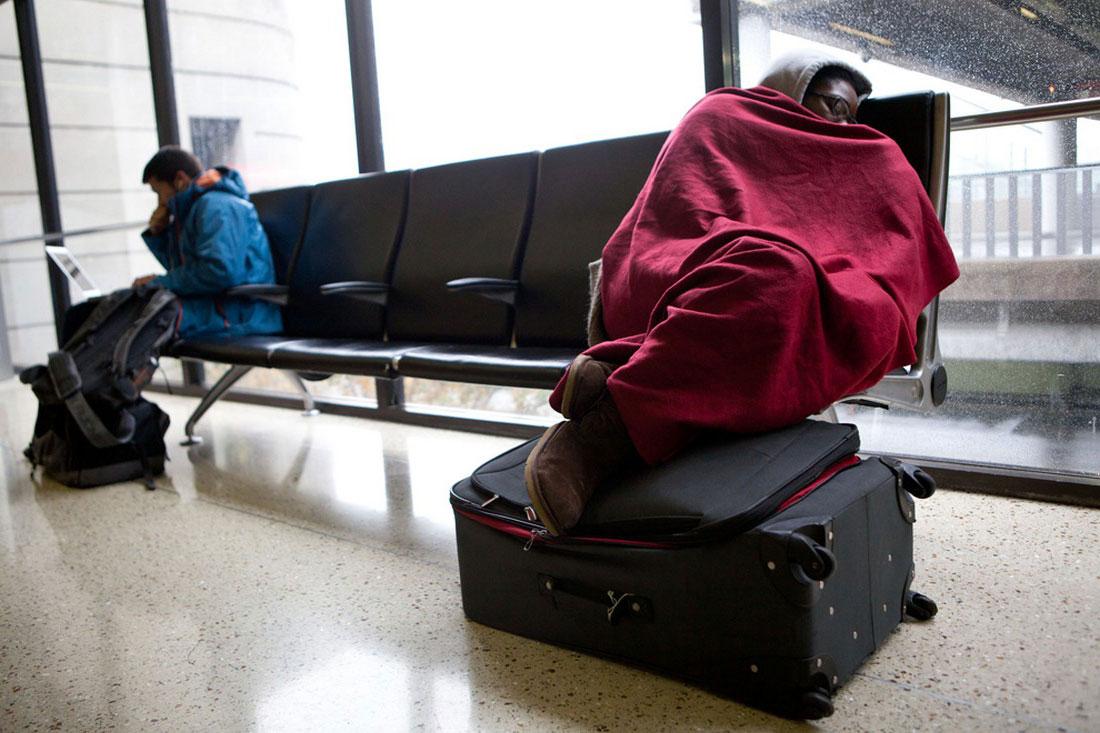 рейсы в аэропорту отменены, фото стихийного бедствия в Нью-Йорке