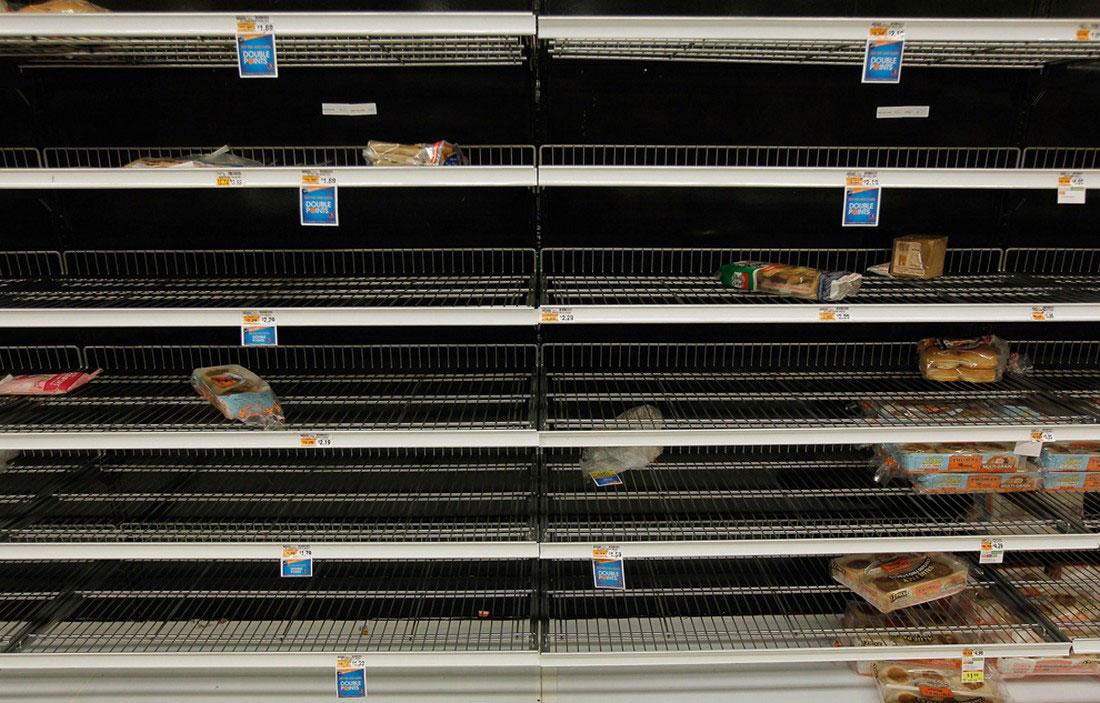 продукты в магазине раскуплены, фото стихийного бедствия в Нью-Йорке