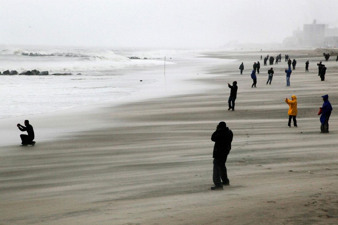 волны в Бруклине, фото стихийного бедствия в Нью-Йорке