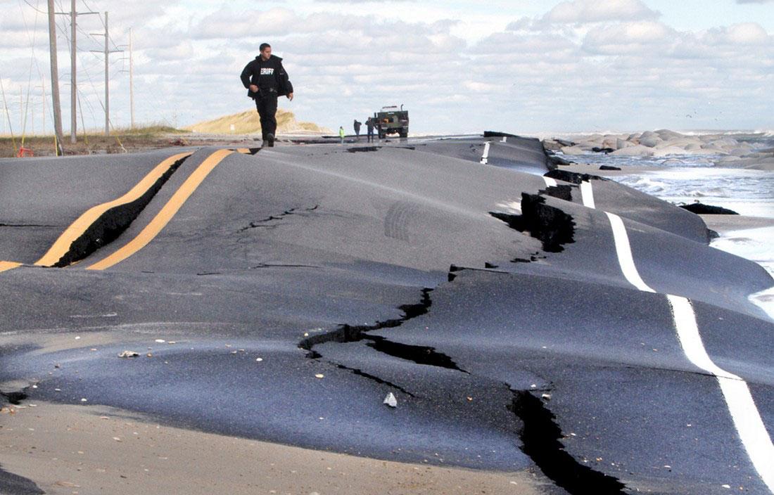 поврежденная дорога, фото стихийного бедствия в Нью-Йорке