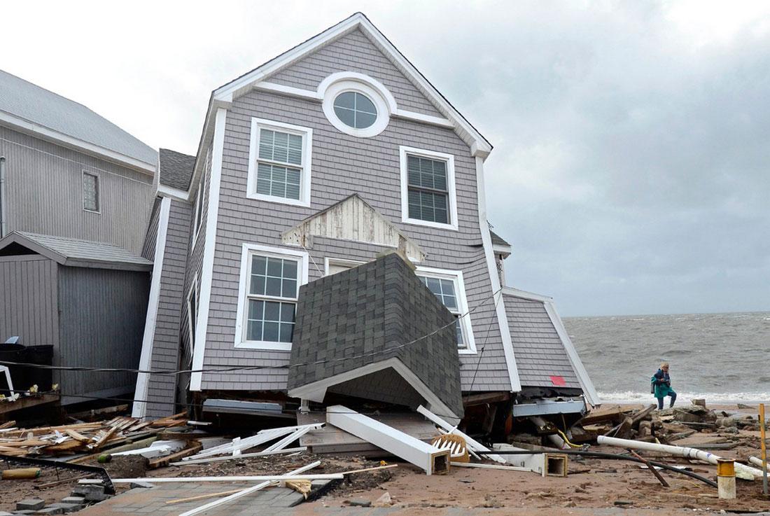 дом рухнул во время урагана, фото стихийного бедствия в Нью-Йорке