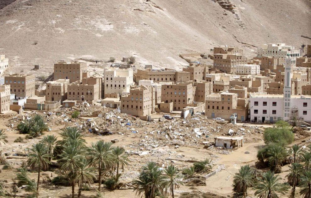 разрушенные дома в деревне, Йемен, фото