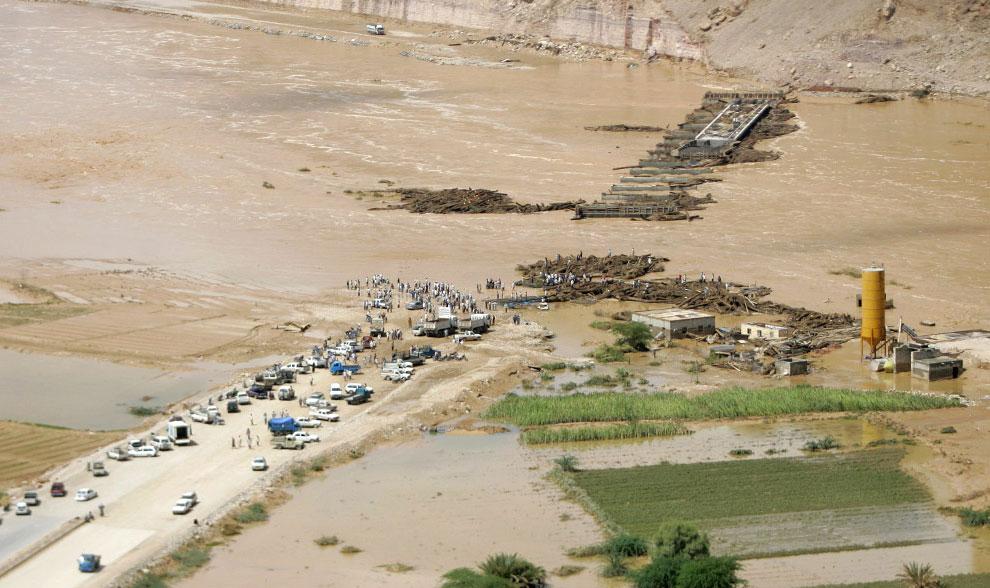 мост разрушен наводнением, Йемен, фото