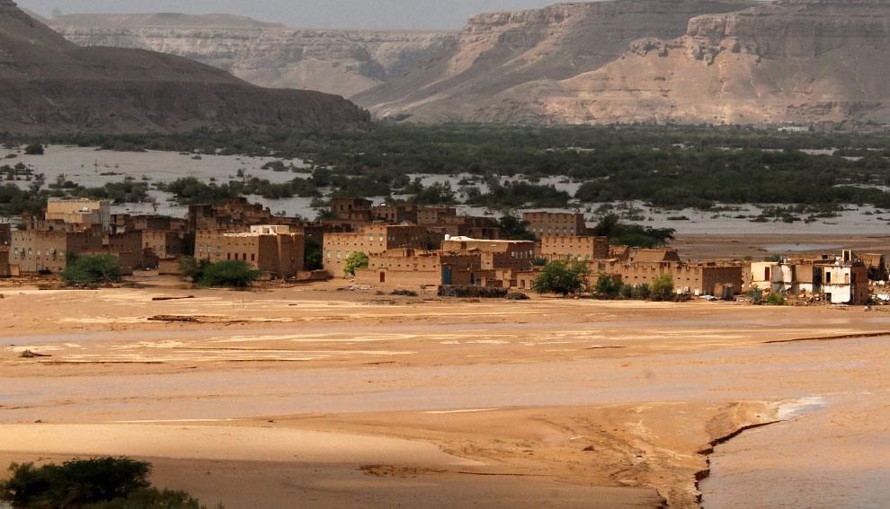 штормов в восточной йеменской провинции Хадрамаут, Йемен, фото