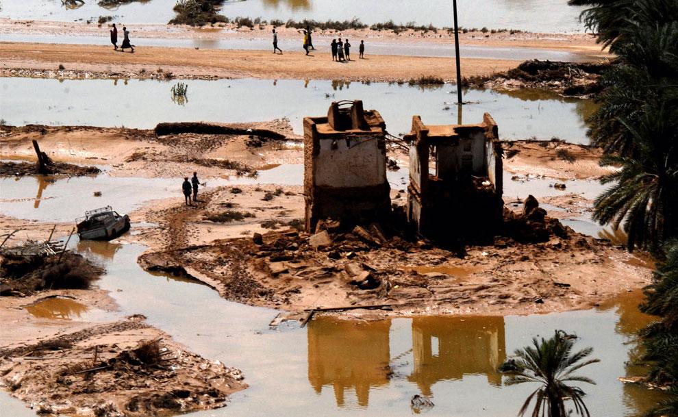 паводковые воды в восточной йеменской провинции Хадрамаут, фото