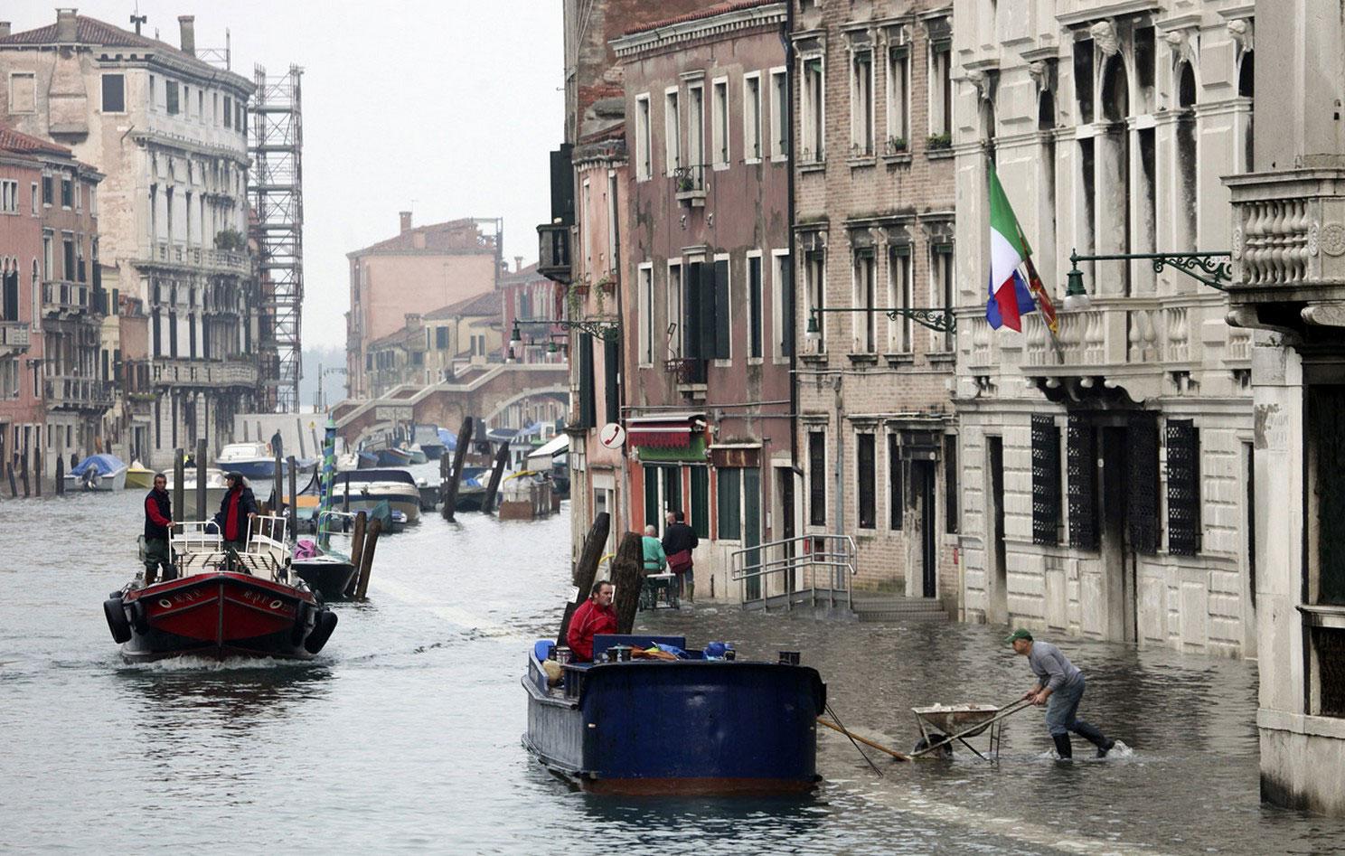 период сезонных паводков в Венеции