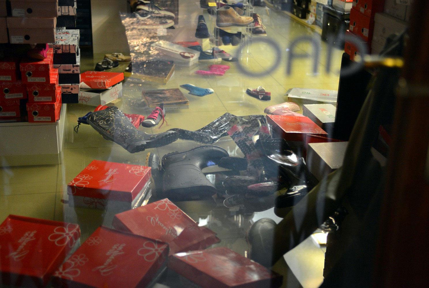 Итальянский обувной магазин в воде