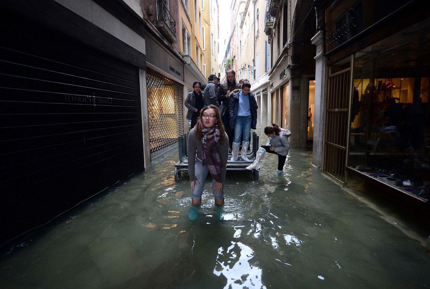 пострадавшие от наводнения улицы Венеции