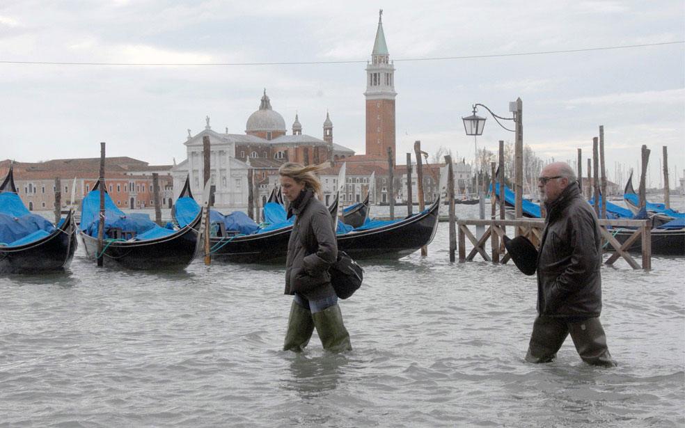 гондолы на причале, Венеция, фото
