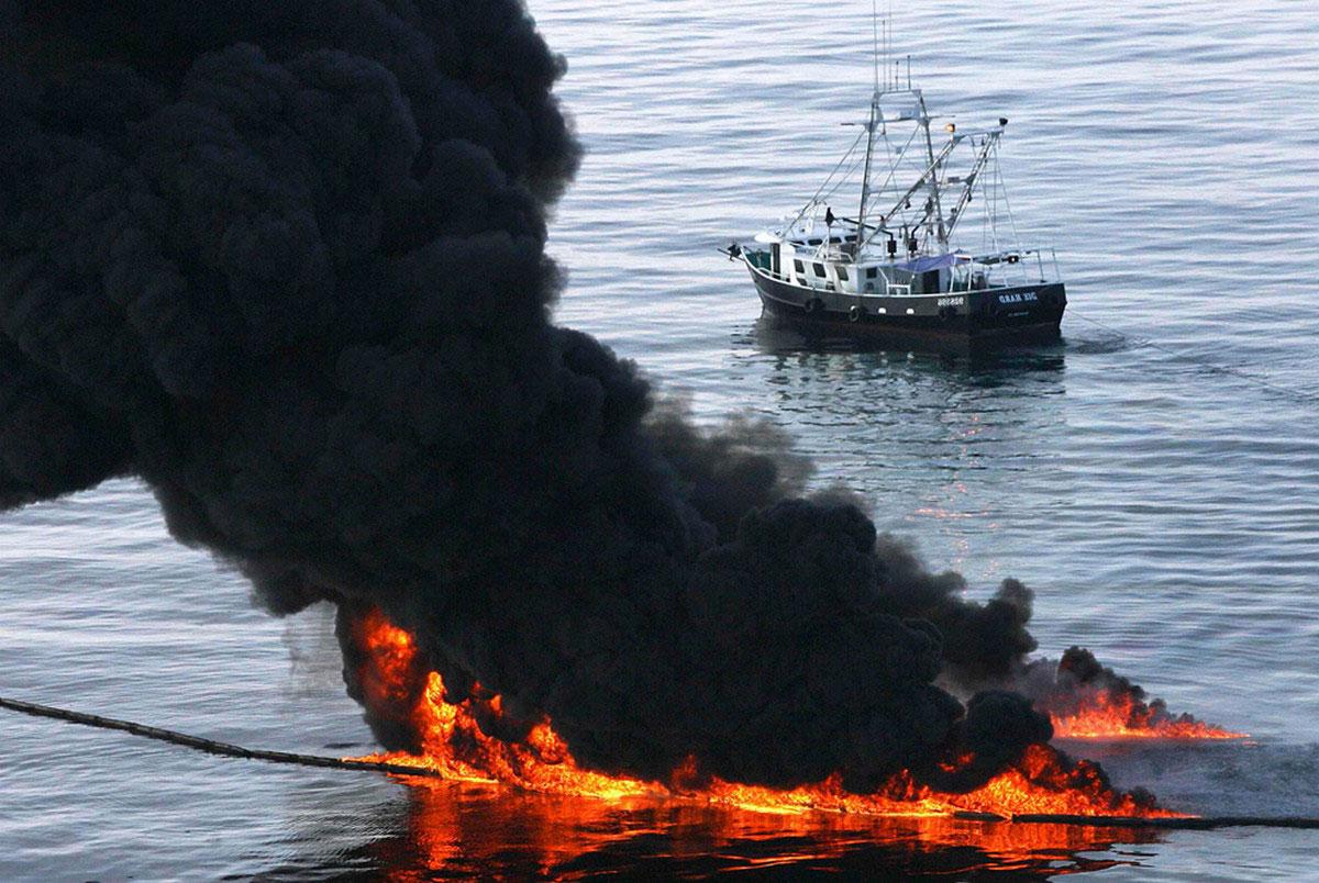Сжигание нефти, фото