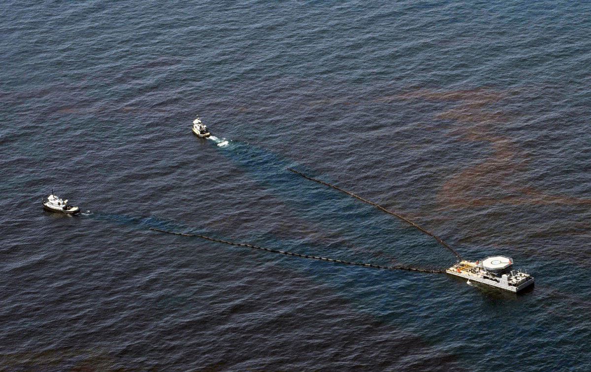 отсасывание нефти из Мексиканского залива