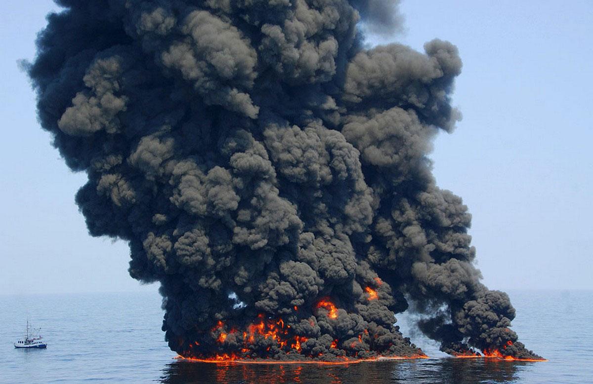 дым от сжигаемой нефти