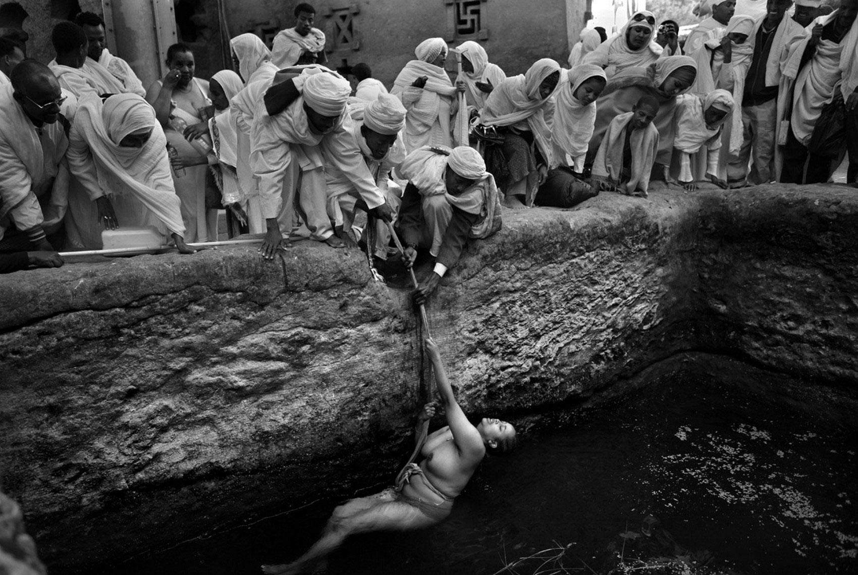 женщина в крещение, фото