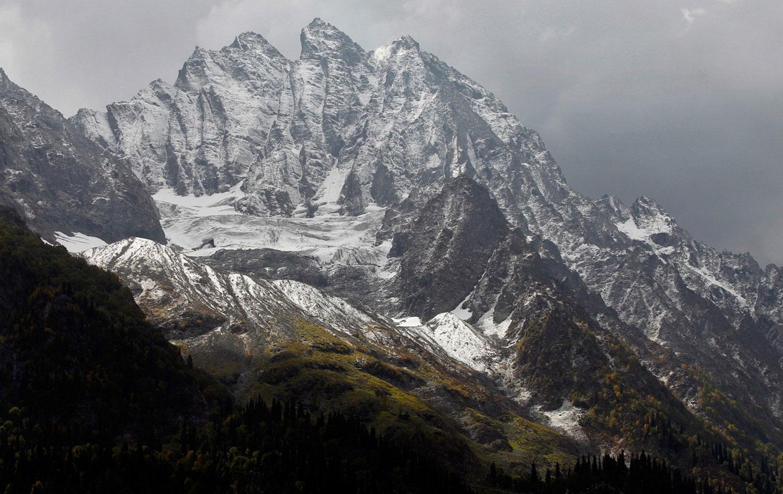 Заснеженные горные вершины, фото дикой природы