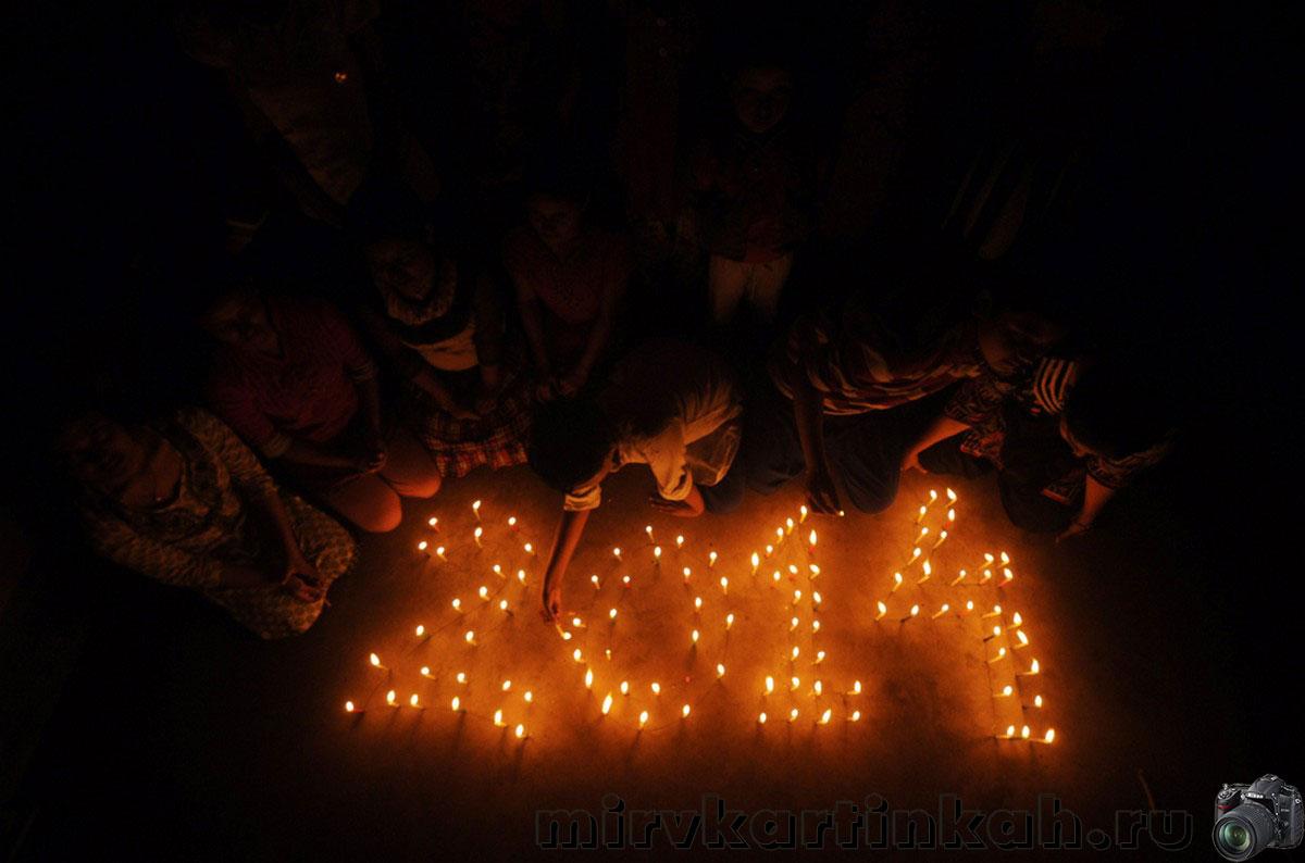 школьники со свечами