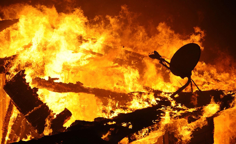 дом в огне