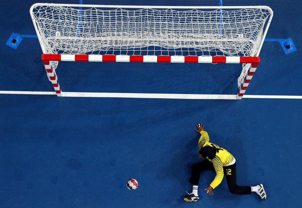 Ангола против Черногории по гандболу в Лондоне, фото